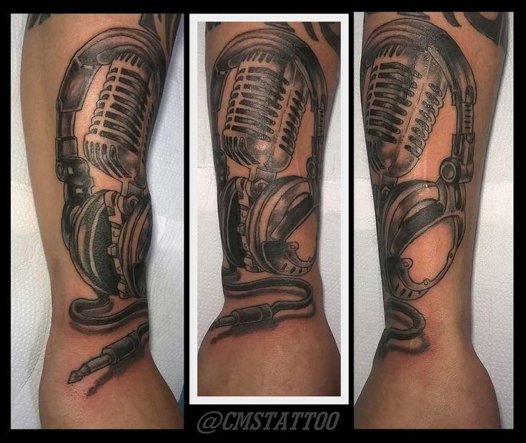 CMS Tattoo 2017 (Klebson - Music) Trampo pesado deste sabadão 24/06 do mano Klebson fone com microfone em black and grey. Realizado em uma única sessão de 3 horas. Obrigado mais uma vez meu brother!!! Contatos Imediatos e Mídias Sociais onde você pode encontrar mais trabalhos 📲 WhatsApp (11) 95798-4377 (TIM) Cícero Martins  #cmstattoo #inksanustattoo #tatuagemnobraço #tatuagensmasculinas #tatuagemdefone #tattoomicrophone #tattooheadphone #phonetattoo #newtattoo #ttblackink #tattoo2me…