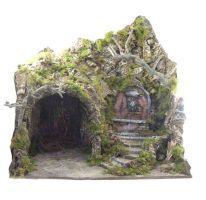 Capanna cm 55 a forma di grotta con una fontana (pompa a reciclo acqua) e scalinata. Realizzato in modo artigianale, a mano usando legno, sughero, gesso, cortecce d''albero, rami e muschio. Artigianato napoletano.
