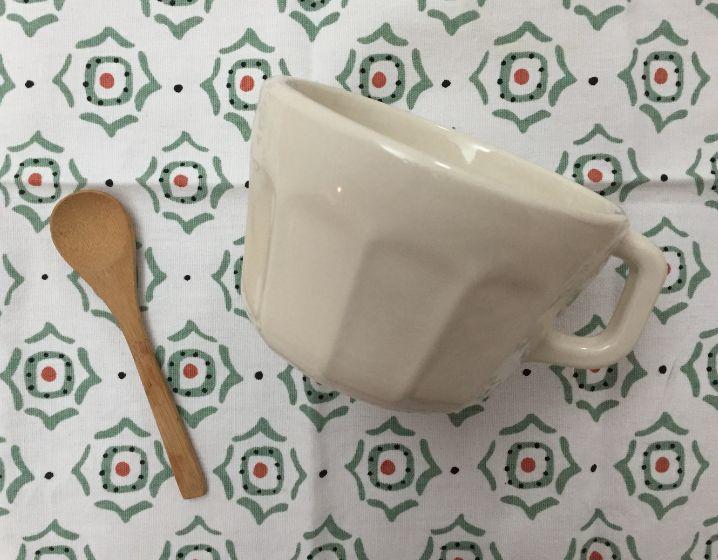 Taza vintage PiafMedidas: 6 x 9 cmColores: crudo, caramelo y aqua