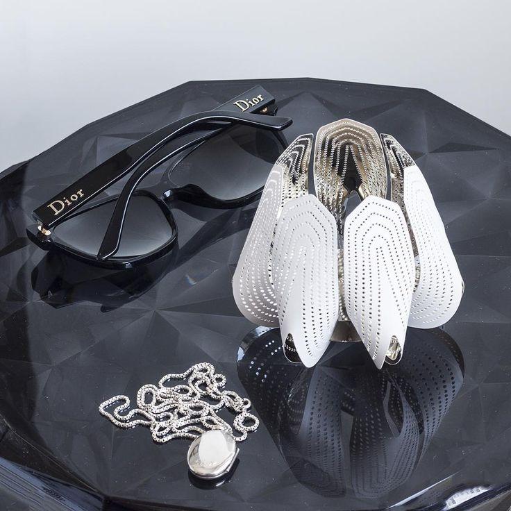 Get your glamour on. #beandliv #nordicluxury #blossom #dior #interiordesign #inredning #sisustus #blackandwhite