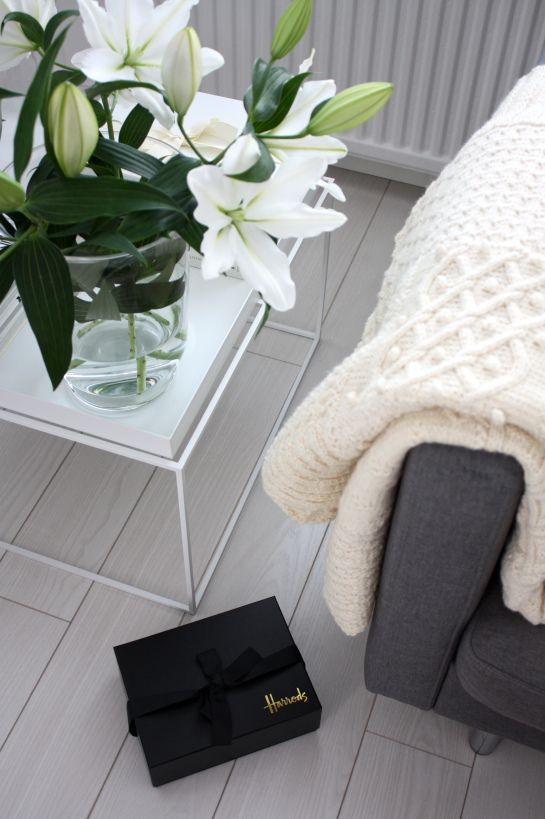 homevialaura #lilies #throw #blanket #hay #tray #table #harrods