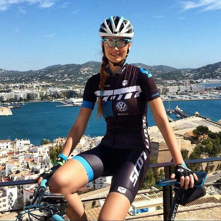 #Repost @paulaquinones_  Hoy visita turística a dos ruedas : San Antonio Dalt Vila playa D'En Bossa Ses Salines Sa Canal Sa Caleta...  CONTESSA SPARK #ibiza #NOSHORCUTS #SCOTT #Taymory #scottespaña #ContessaSpark #ciclismofemenimo #mtbgirls #bikegirls @scott_espana @bikeonscott @taymory