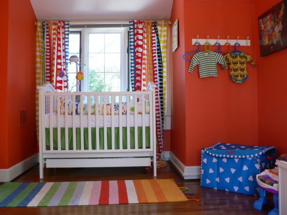 I like the colors in this baby room!