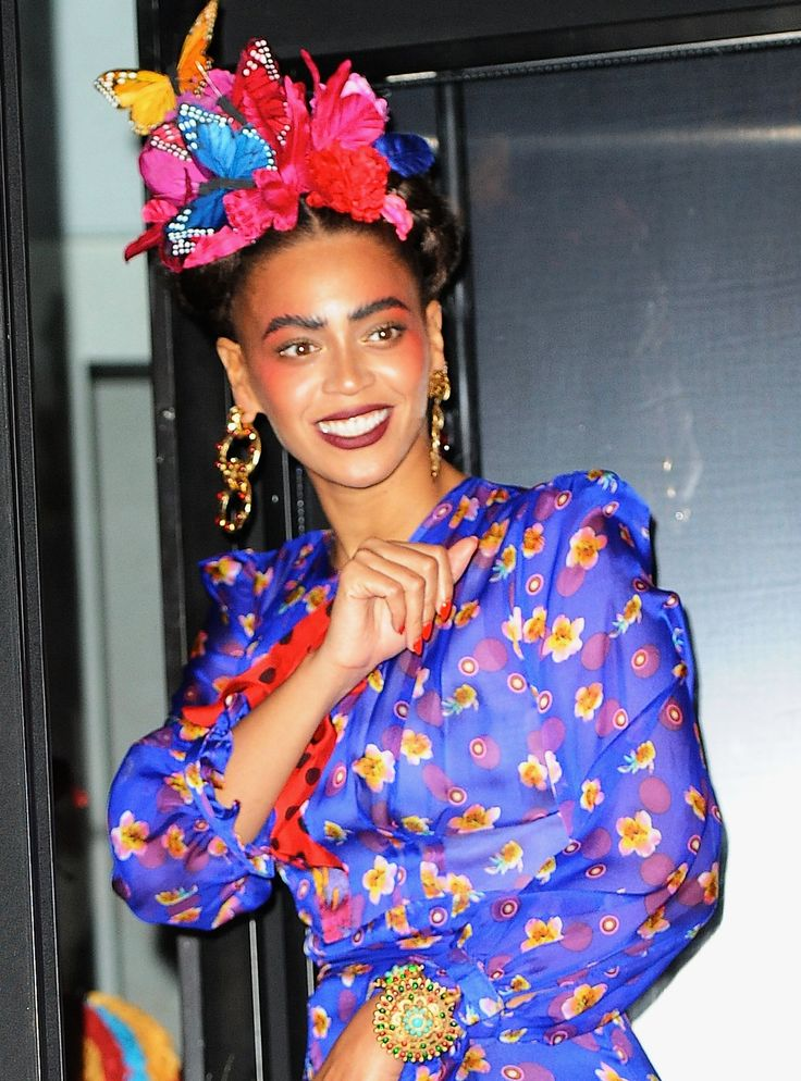 after dressing up like janet jackson earlier in the day beyonce copied famed mexican painter frida kahlo for her second halloween costume picture - Oprah Winfrey Halloween Costume