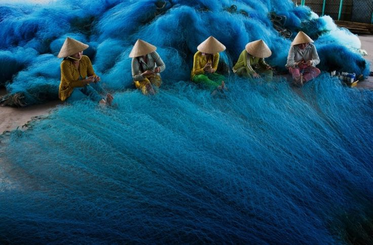 making #fishing nets   #mekong delta, #vietnam 2012   foto: tuyet trinh do   blue   azul   青   Pinterest   Mekong delta, Vietnam and Fish