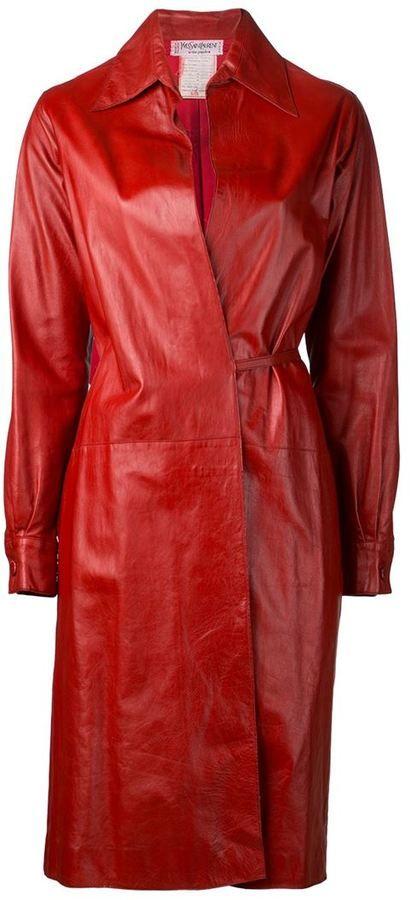 €2,008, Roter Ledermantel von Saint Laurent. Online-Shop: farfetch.com. Klicken Sie hier für mehr Informationen: https://lookastic.com/women/shop_items/113674/redirect