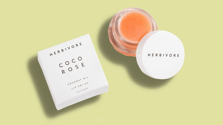 This Exfoliating Sugar Lip Scrub Transformed My Chapped Lips | When it comes to exfoliating your chapped winter lips, the all-natural Coco Rose Lip Polish sugar scrub from Herbivore Botanicals works wonders.