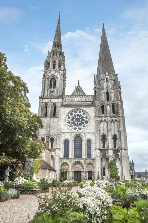 #Chartres, capital de la luz y del perfume y su catedral Patrimonio de la Humanidad. http://www.guias.travel/blog/chartres-capital-de-la-luz-y-del-perfume-y-su-catedral-patrimonio-de-la-humanidad/ #turismo  #viajar