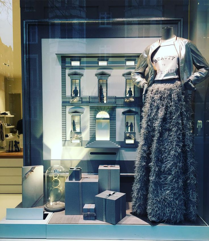 """BRUNELLO CUCINELLI, London, UK, """"No place like Home for The Holidays"""", photo by Window Shoppings, pinned by Ton van der Veer"""