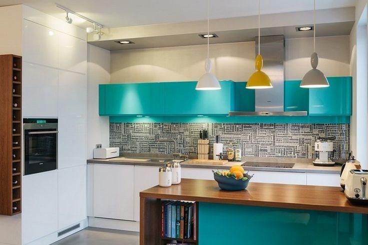 couleur-cuisine-armoires-îlot-turquoise-crédence-mosaique-grise-suspensions-jaune-gris