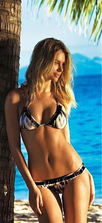 Jennifer Hawkins of.Austrailia:...Miss.Universe.2004