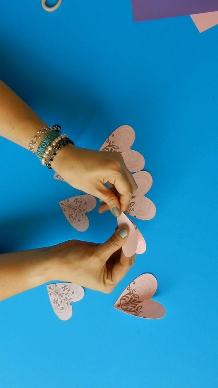 Checa esta forma de hacer  flores corazón  para regalar  Si quieres ver el resultado final de este arreglo no olvides darle click al enlace Dinosaur Stuffed Animal, Baby Shower, Toys, Videos, Crafts, Gifs, Easy Crafts, Creative Gifts, Fun Crafts