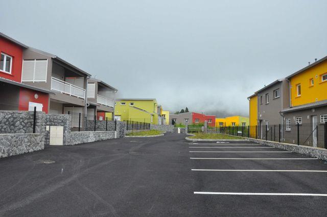 Projets de paysage   Un défi pour La Réunion : une dynamique périurbaine mieux maîtrisée   Périurbanisation   La Réunion   étalement urbain   paysage   schéma d'aménagement régional  