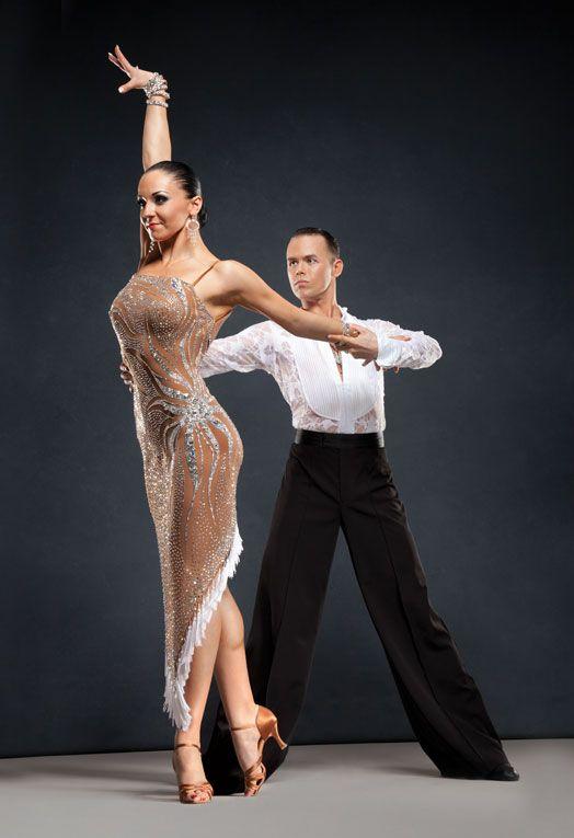 этом фото танцовщиц бальных танцев топиарием