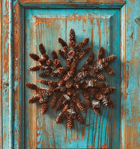 DIY Holiday WreathsChristmas Wreaths, The Doors, Decor Ideas, Snowflakes Wreaths, Cones Wreaths, Pine Cones, Holiday Decor, Diy Projects, Winter Wreaths