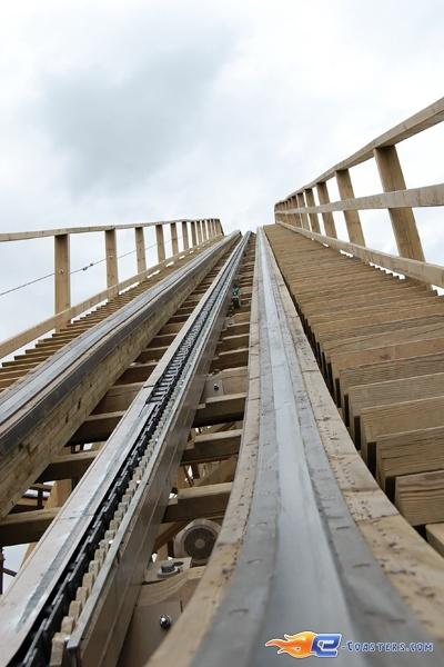 17/22 | Photo du Roller Coaster Mammut situé à Tripsdrill (Allemagne). Plus d'information sur notre site http://www.e-coasters.com !! Tous les meilleurs Parcs d'Attractions sur un seul site web !! Découvrez également notre vidéo embarquée à cette adresse : http://youtu.be/i8S4p9Z_JM8