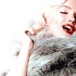 Los caballeros las preferían rubias y ella era simplemente: despampanante. Ícono sexual, cantante, actriz y modelo, Marilyn Monroe rompió esquemas establecidos sobre las mujeres de los años cincuenta. Deseo de muchos, inspiración de otros y modelo a seguir de muchas más, la diosa de la gran pantalla fue hallada muerta sobre su cama donde aún …