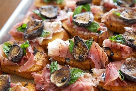 Prociutto, Fig, and Mint Crostini - Looks so good, will have to try these out.