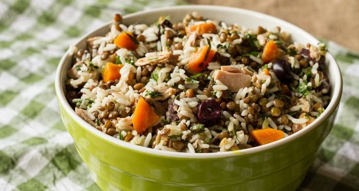 Σαλάτα με φακές, τόνο και ρύζι