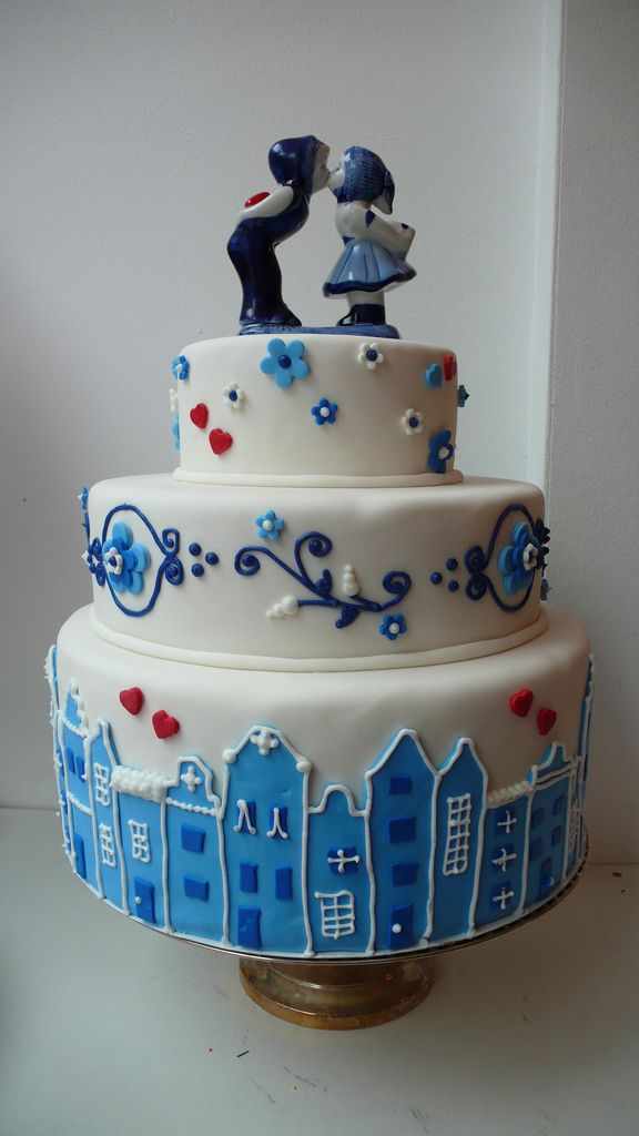 https://flic.kr/p/5UzeRv | delfts blauw wedding cake | Delft Blauwe (Delft's Blue) themed cake, done as a wedding trade show and shop prop cake. We wanted to make a real classic Dutch cake to show our clients that anything is possible... and I was very happy with how this cake turned out!