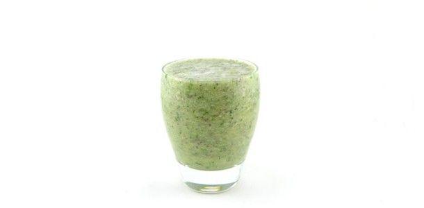 Wat een heerlijk frisse groene smoothie is dit! Deze komkommer banaan druiven munt smoothie behoort gelijk tot mijn persoonlijke top 10 van groene smoothies.