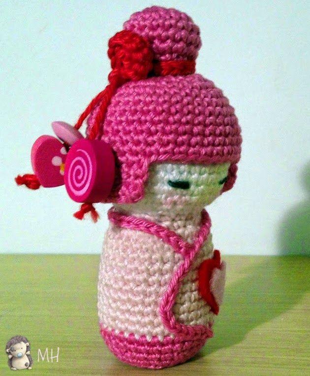 Amigurumi Au Crochet Modele Gratuit : Amigurumi kokeshi rose tuto doudou crochet Pinterest ...