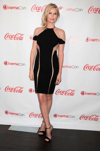 Charlize TheronCelebrities Fashion, Charlize Theron, Sexy, Celebrities Style, Beautiful Skirts, Red Carpets, Little Black Dresses, Celebrities Crushes, Theron Charlize