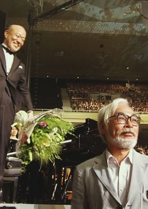 In the Studio Ghibli 25th anniversary concert, Hayao Miyazaki appears in the audience with a bouquet of flowers for Joe Hisaishi. A symbolic act showing that the animation and music are equally important.