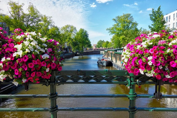 Eurobookers offers short breaks or city tour to the city of museums, Amsterdam with cheap International carriers. The cheap flights are included all the taxes, guaranteeing you a complete list of best price offerings.