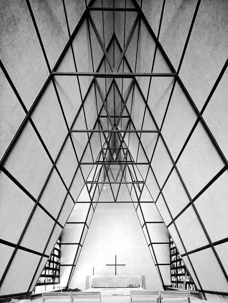 Iglesia y parroquia de San Ignacio de Loyola, avenida Horacio, Polanco, Miguel Hidalgo, México DF 1962   Arq. Juan Sordo Madaleno -  Church and parish of San Ignacio de Loyola, Polanco, Mexico City 1962.