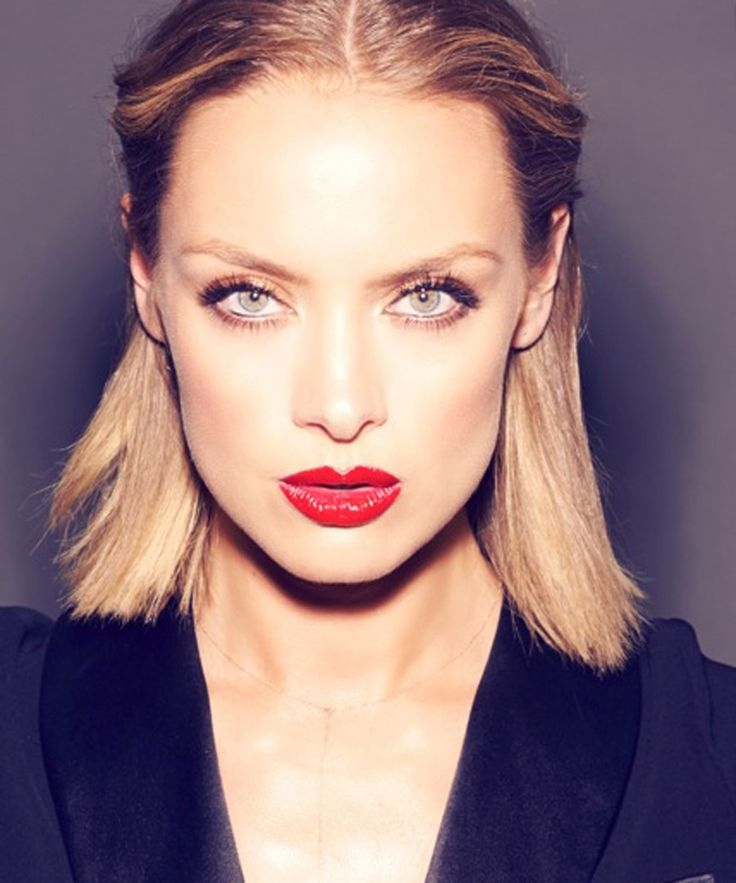 "Canadian former hockey champ and ""Fifty Shades of Grey"" actress Rachel Skarsten is joining the cast of ""Reign,"" which premieres on the CW for its third season in October. Skarsten will play Queen Elizabeth I on the historical show which centers on Mary, Queen on Scots' time in France."