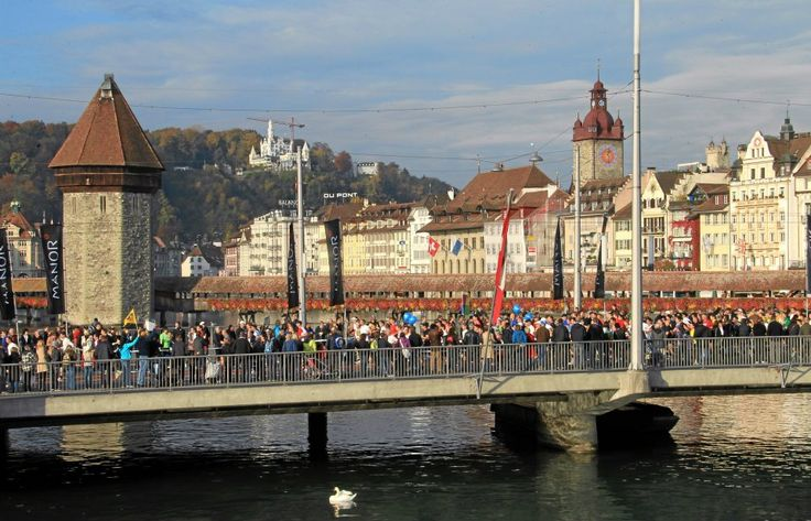 SwissCityMarathon in October has thousands of runners supported by a huge and enthusiastic crowd. This atmosphere is what makes the SwissCityMarathon a very special experience.
