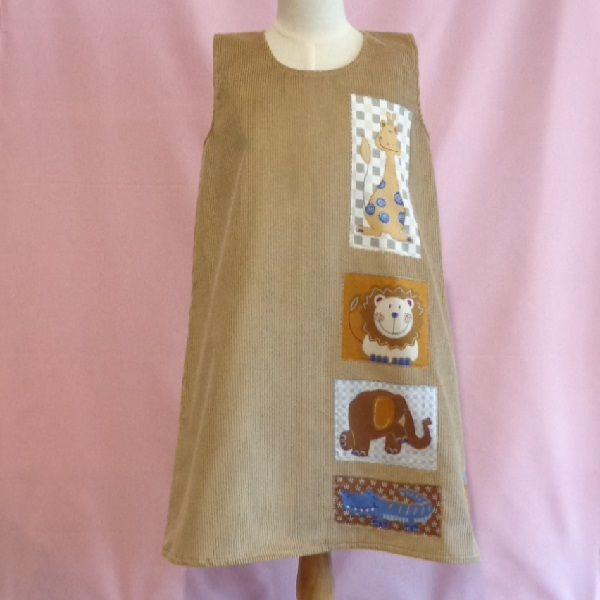 Pichi de pana color camel, con adornos cosidos con la técnica del patchwork