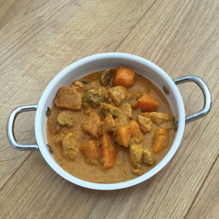 Creamy Chicken and Mushroom Curry from Slow Cooker Crock Pot Recipes App.