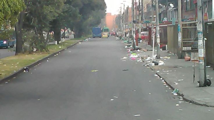 Aguas de Bogotá SA ESP la empresa del posconflicto, adelanta una atención especial en el sector de la calle 53 de la avenida Boyacá hacia el occidente, barrio Normandía; afectada por la presencia de habitantes de calle.