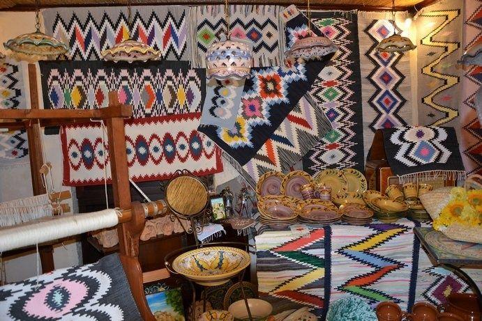 Tappeti di Erice, capolavori di tessitura artigianale.  Erice carpets, weaving crafts masterpieces. #shoppinginsicily #artandcrafts #visitsicilyop