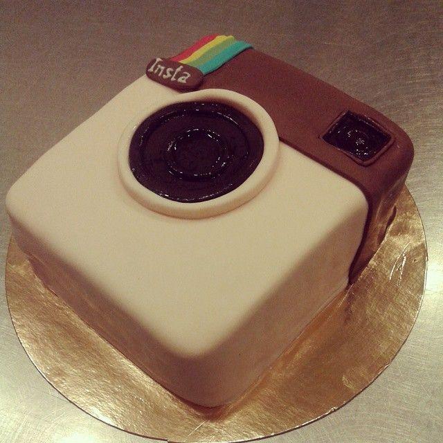 торт в виде Instagram