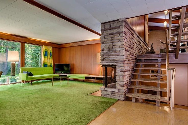 Buckle up and get ready to take a ride through this 1960 Ontario time capsule home, built by Toronto architect Gardiner Cowan. The home is brimming with natural materials — like douglas fir, mahogany, stone, grasscloth and tile — and an open and airy floor plan with lofty cathedral ceilings. The use of earthymaterials and …