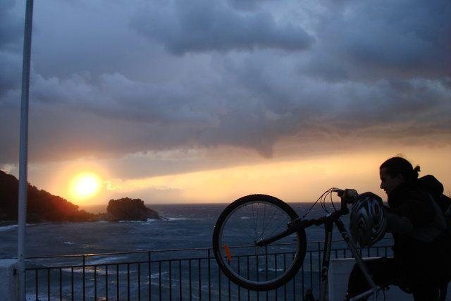 2 κύκλοι.. ήλιος και ποδήλατο - Σάμος    (ΦωτοGallery κοινότητας) #aegean #sunset #bicycle #circles #sky #blue #orange #pintrplaces #place #Samos #island http://my.aegean.gr/gallery/myaegean-experience/2007_SamosEvent/DSC01651.JPG.html