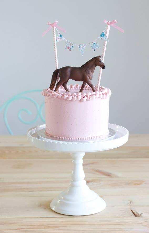 little pink cake with horse// Partyideen für eine Pferdeparty –#Kindergeburtstag…