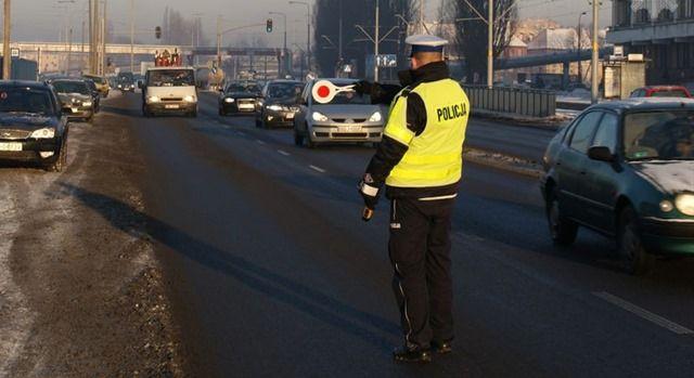 Trzeźwość blisko 5 tysięcy kierowców przebadali policjanci podczas minionego weekendu w ponad 300 wytypowanych wcześniej miejscach. Zatrzymanych zostało 22 nietrzeźwych kierowców i 9 znajdujących się pod wpływem narkotyków.