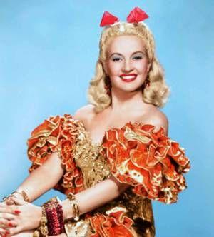 """Pour les fans de Betty GRABLE, la plus pin-up des actrices des années 40 (ou """"la Marilyn"""" des années 40)... / ANECDOTE / Betty GRABLE naquit à St.Louis, (Missouri), de John CONN GRABLE et de Lilian Rose HOFFMAN. Ses ancêtres les plus récents étaient américains, mais son héritage généalogique fait apparaître des souches hollandaises, irlandaises, allemandes et anglaises. Sa mère, qui souhaitait vivement faire une star d'une de ses filles, l'encouragea dans la carrière de comédienne. Elle…"""