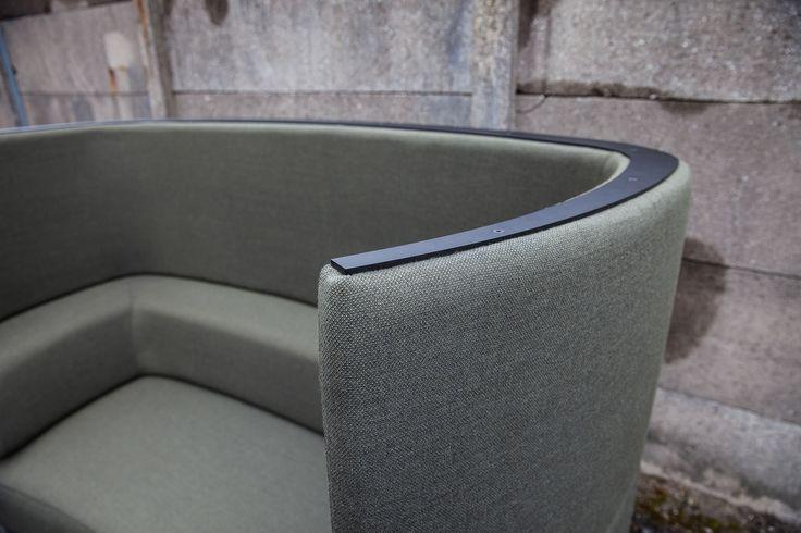 Impact convertible lounge sofa with embracing curves. Konverterbar sofa med venlige kurver. Acoustic sofa, akustisk sofa