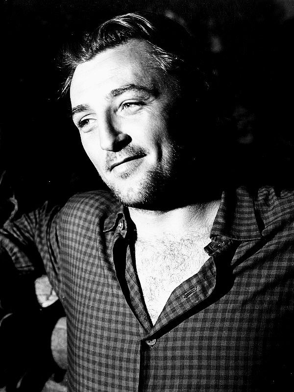 Robert Mitchum on the set of Blood on the Moon.