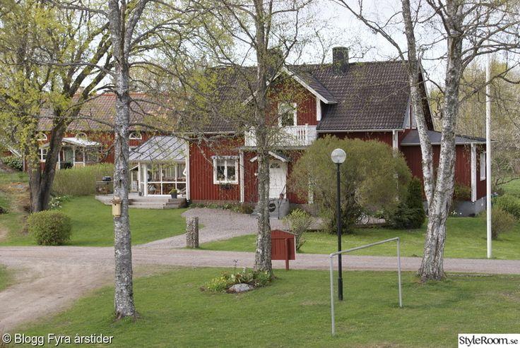 Mitt hus på landet.Fota & inredning min stora passion och i min blogg Fyra årstider www.mittlivplandet.blogspot.com får jag utlopp för allt detta roliga.   . Vi har byggt utekök i trädgården.. Hemmasapa:-). . .