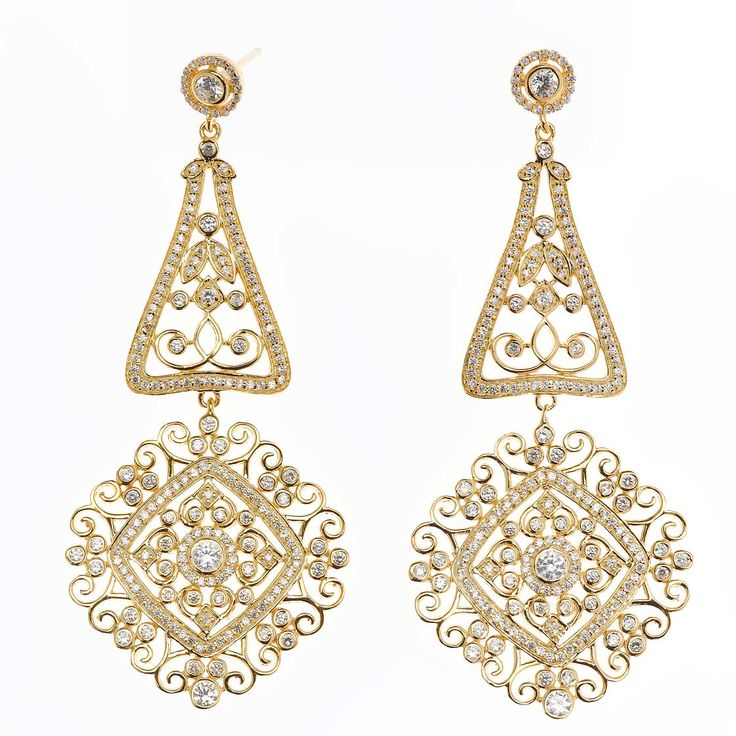 Pendientes en plata de ley bañada en oro o oro rosa, emulan brocados con pequeñas perlas y circonitas. Ver más coleccion en www.salvatore.es