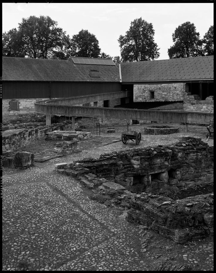 sverre-fehn-helene-binet-hedmark-museum-hamar-norway.jpg (800×1012)