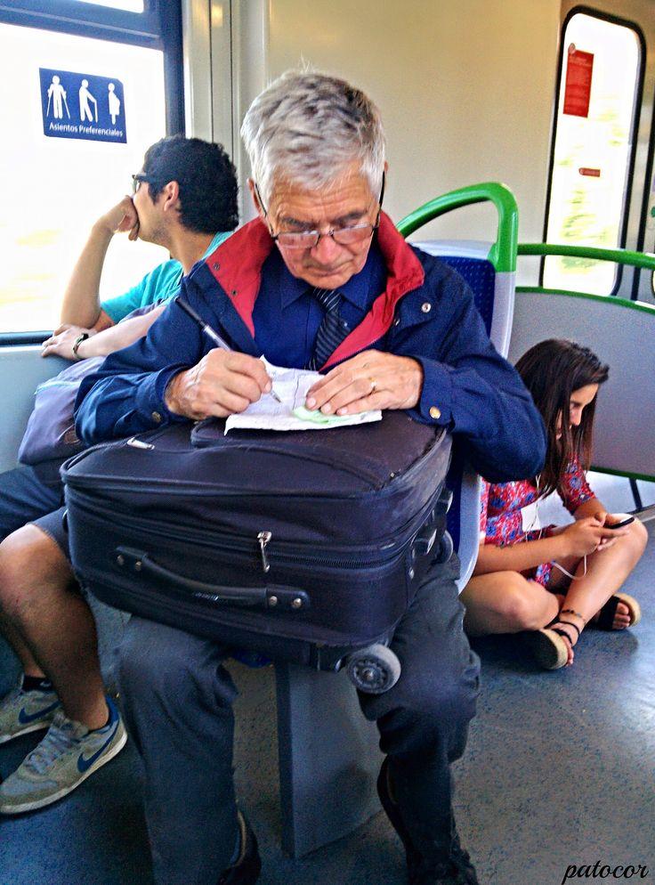 https://flic.kr/p/PS5DxT | Limache018 | Pasajero Trabajando en el Metro de Valparaíso, Limache, Valparaíso, Chile.