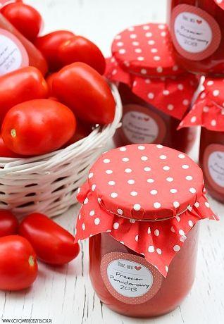 Przełom sierpnia i września to najlepszy czas na przetwory z pomidorów. To właśnie teraz są one nie tylko najsmaczniejsze, ale i najtańsze. To dokładnie ten