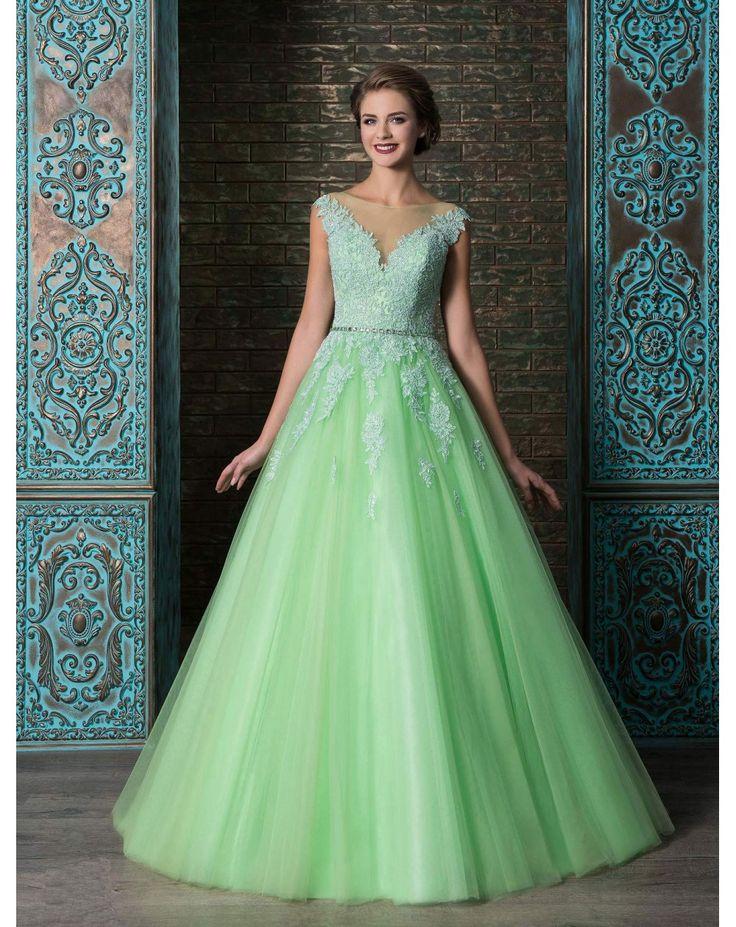 Dlhé zelené, žlté alebo oranžové princeznovské spoločenské šaty bez rukávov zdobené krásnou čipkou. So šnurovačkou sa krásne prispôsobia postave.